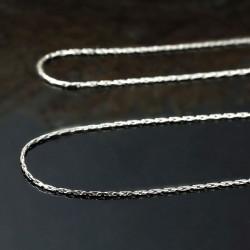 1 collier de fine chaine...